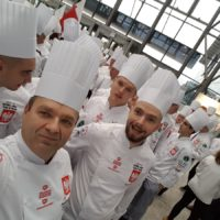 """Jarosław Uściński z pokazem kulinarnym """"Lokalne produkty w światowych deserach"""""""